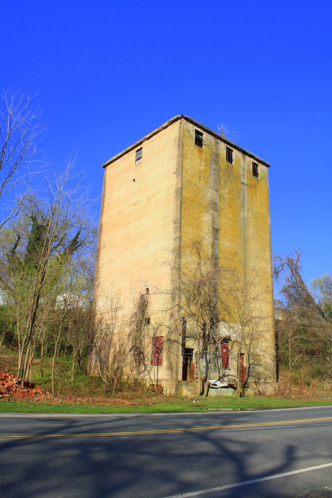 The remains of the Germania Flour Mill on Caroline Street.Photo Credit: Tim Poe, https://ssl.panoramio.com/photo/33693801
